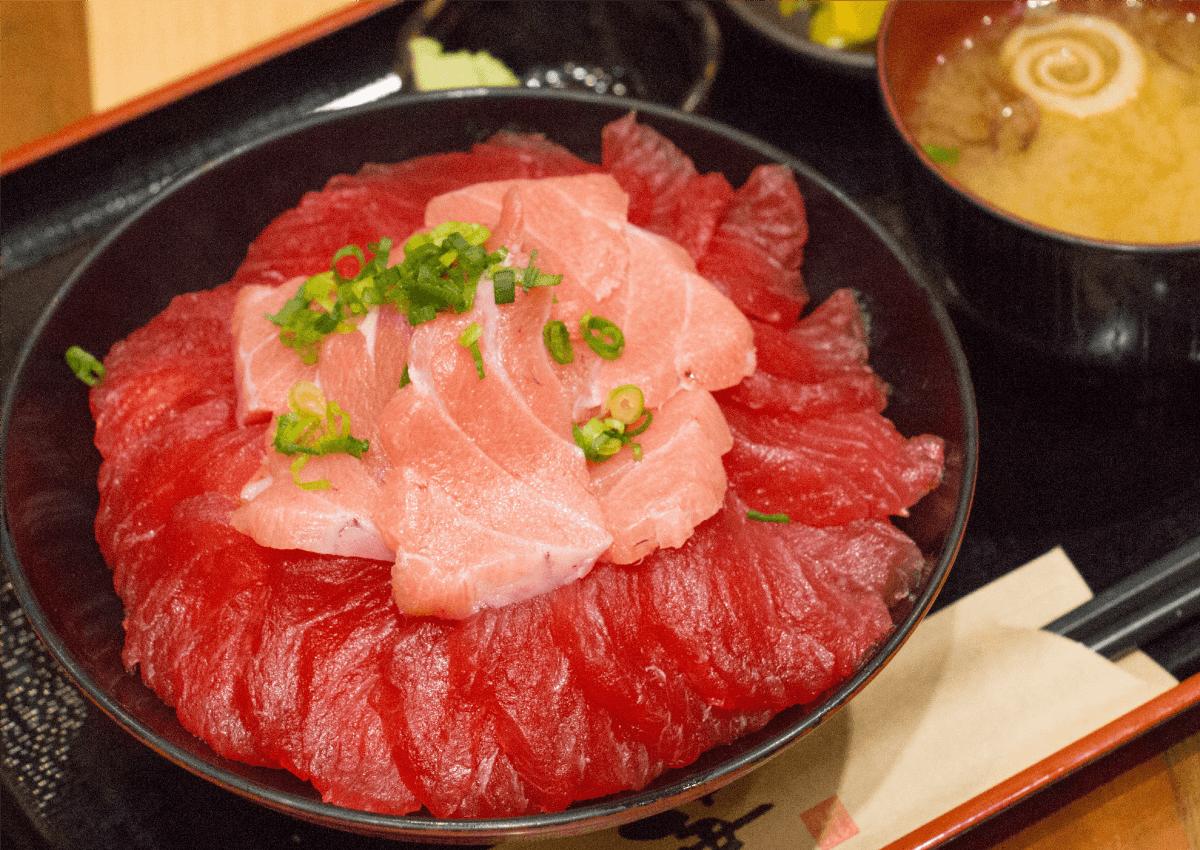どか盛り鮪丼